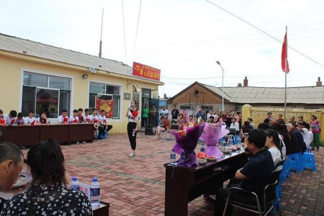 黑龙江汤原镇宝和村为12名学子举办升学茶话会
