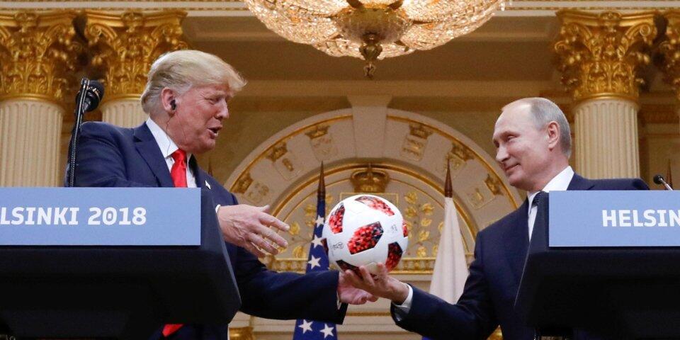 普京送给特朗普的那个足球,正在接受安检……