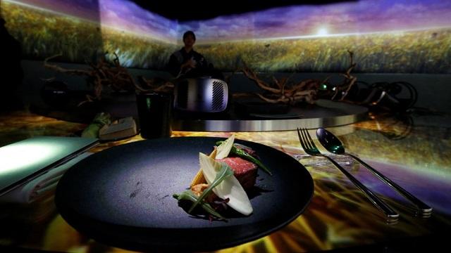 """走进日本东京""""虚拟""""餐厅:吃的就是氛围"""