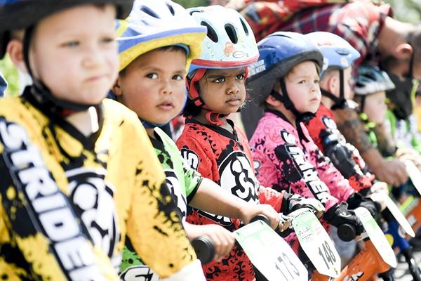 美国举行儿童平衡车世锦赛 萌娃车手一展车技
