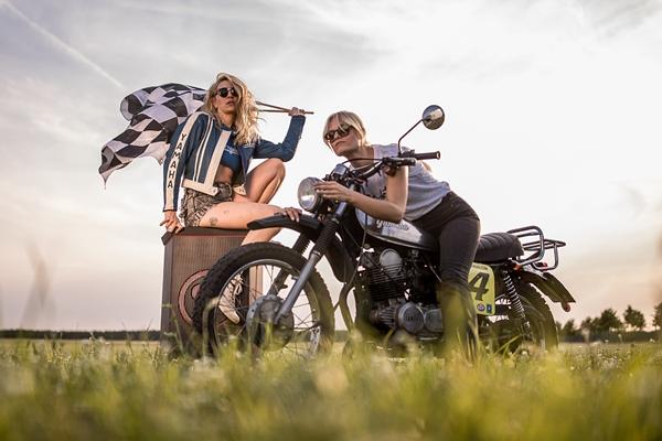德国举办女性摩托车节 美女骑手酷劲十足
