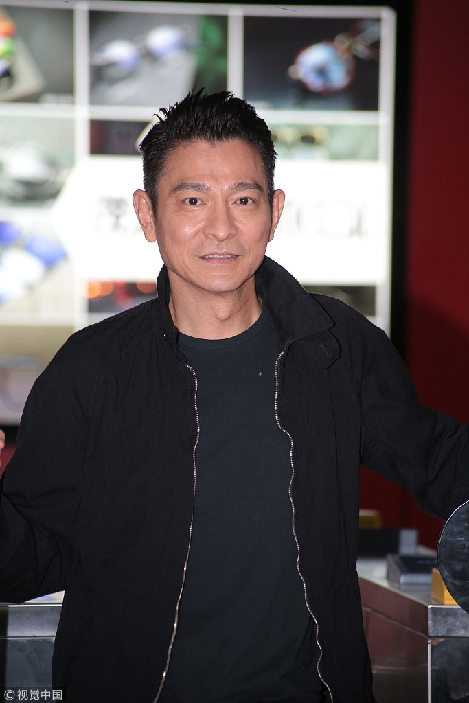 57岁刘德华身材健硕精神好