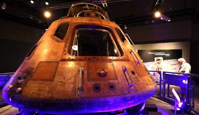 美国展出阿波罗11号相关物品纪念登月49周年