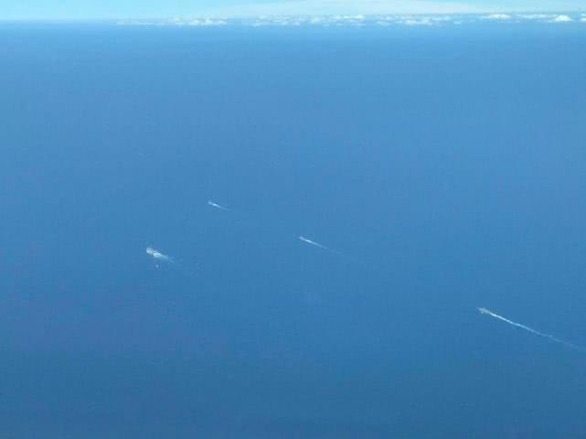 大批解放军舰艇穿越台湾海峡?媒体猜测真正原因
