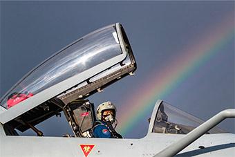 参加2018航空飞镖赛中国战机全部抵达俄罗斯