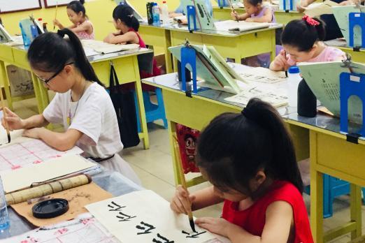 """中国学生族催热暑假经济 家长直呼变""""烧钱季"""""""