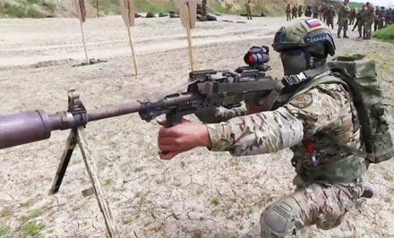 子弹管够吃鸡不愁:俄军用上背包式机枪弹药箱