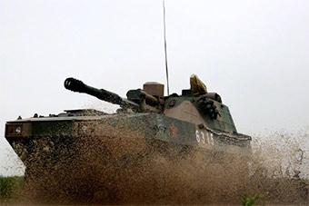 装甲车多个地形战术演练机动性能