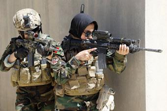 阿富汗女特种兵曝光:这身行头堪比美军特种部队