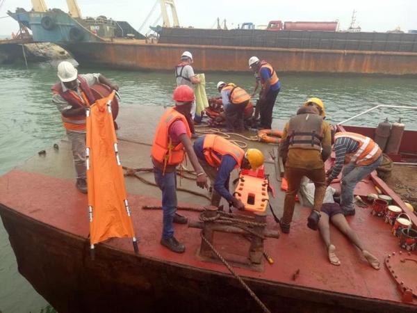 中国港湾公司勇救科伦坡港口城项目附近落水渔民