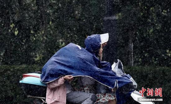中央气象台发布高温及暴雨黄色预警台风蓝色预警