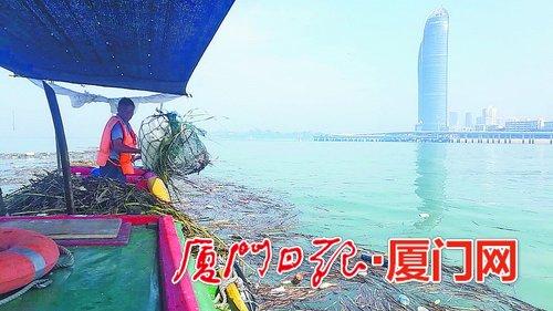 厦门海上高科技环卫工作 大海捞垃圾用上无人机