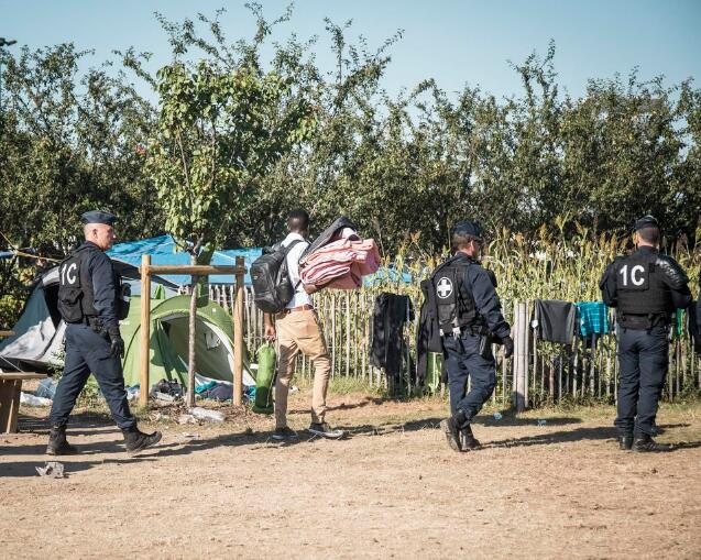 法国一移民营455人遭警方驱逐 多数恐流落街头