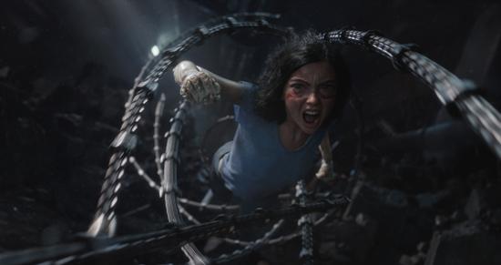卡梅隆《阿丽塔:战斗天使》曝预告 未来世界
