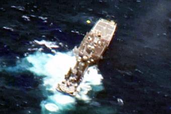 过瘾!环太军演又一艘美国军舰被击中 快速沉没
