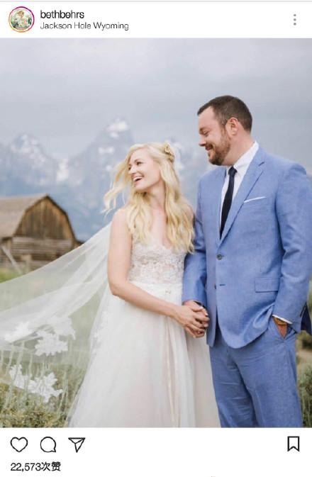 《破产姐妹》Caroline结婚 看大胸妹妹性感婚礼