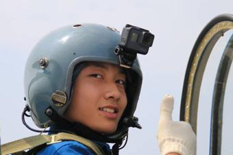 800余名高中生体验空军教练机飞行
