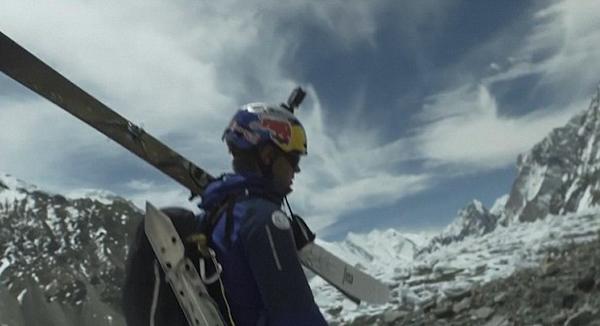 全球第一人!波兰滑雪者从世界第二高峰峰顶滑下