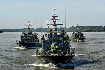 塞尔维亚与匈牙利在多瑙河举行联合演习