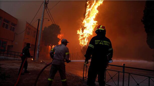 希腊大火恐造成至少50人死亡上百伤 近十年来最严重火灾