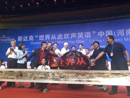 """郑州市启动""""世界从此欢声笑语""""项目,金水区224名困难听障人士获助听器"""