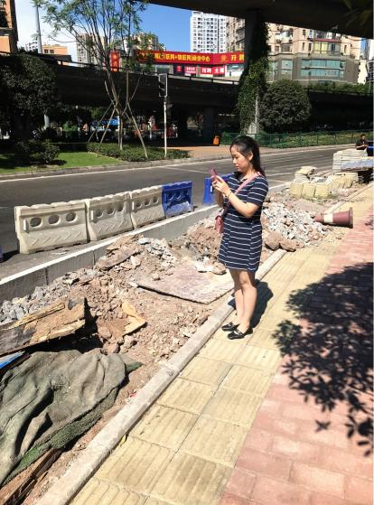 九龙坡:炎炎烈日当头 城管监督员默默无闻坚守