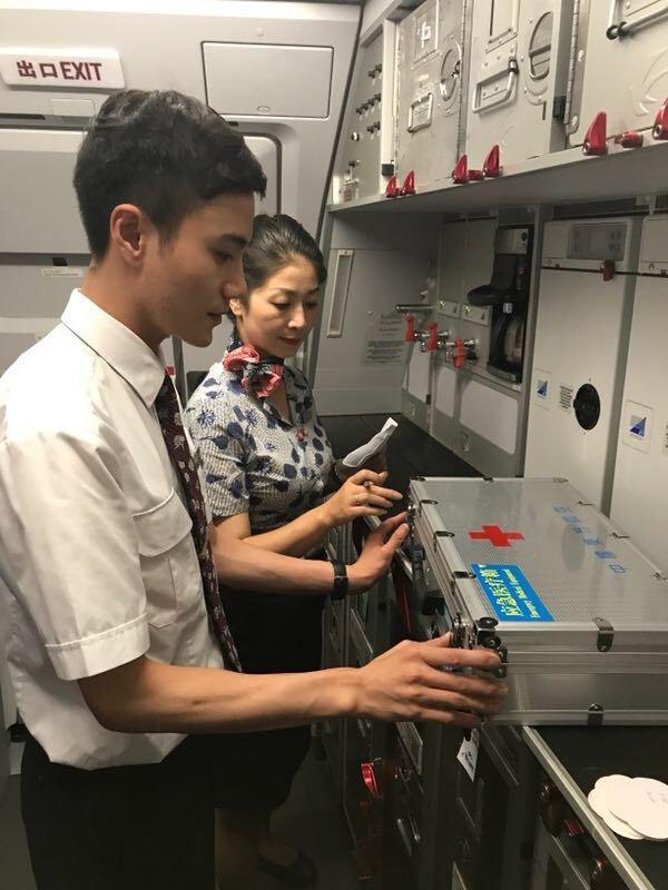 东航甘肃分公司联合同机爱心旅客救治低血糖昏迷旅客