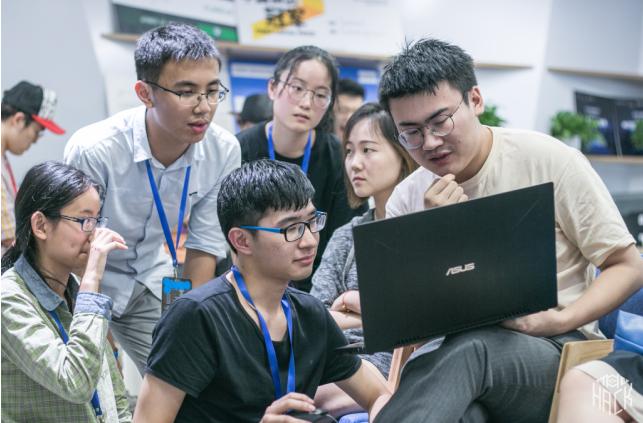 五百位学生齐聚上海科技大学 共享创客盛宴