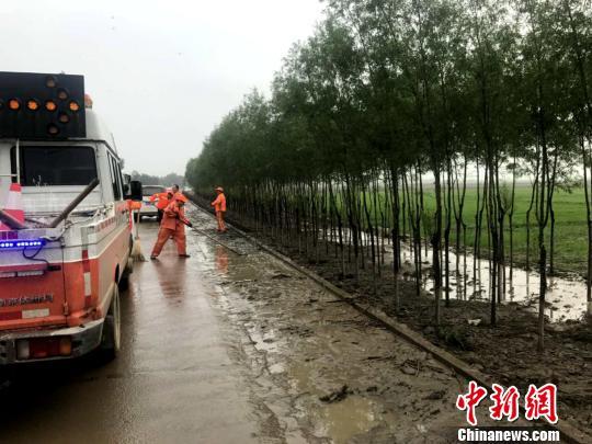 宁夏持续强降雨 多处路段受影响
