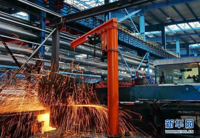 """河北迁安:延伸钢铁产业链""""量减值增""""(组图)"""