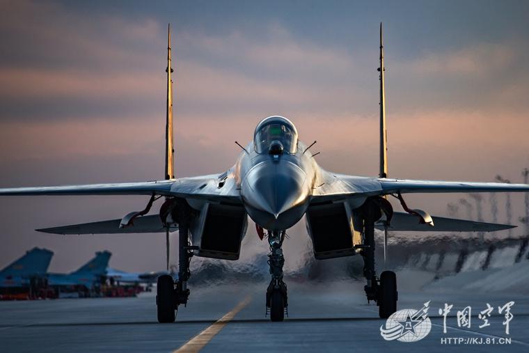 """实战性越来越强,从""""金头盔""""比武看中国空军战力"""
