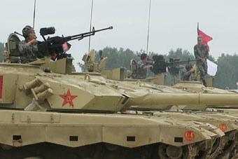 中国96B坦克为坦克大赛热身 打响第一炮