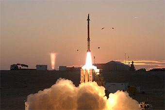 以色列先进防空系统首次实战 2枚导弹只拦住1枚