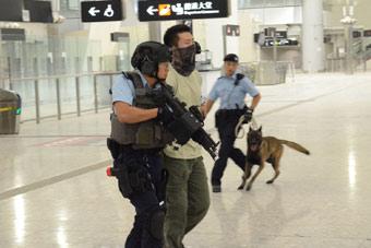 香港西九龙高铁总站首次举行反恐演习