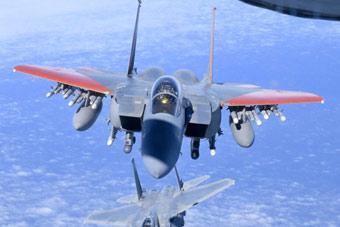 最强版F-15战机满挂飞行 比美军自用版还彪悍