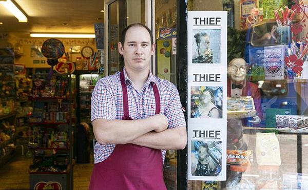 """英警察不作为店经理自制""""通缉""""海报被告违法"""