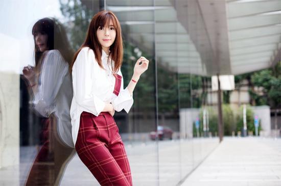周韦彤亮相吕燕服装秀 优雅迷人质感满分