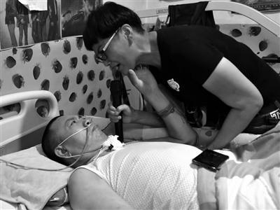 残疾妻子照顾两年唤醒植物人丈夫,开直播唱歌筹医药费