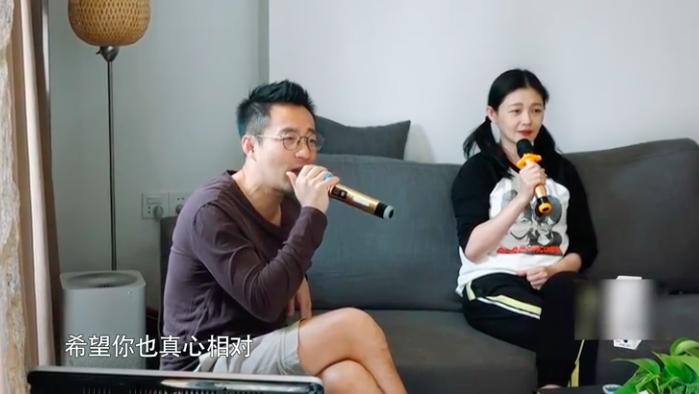 汪小菲唱大S多年前情歌被嫌弃 夫妻对唱深情甜蜜