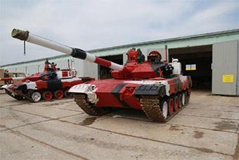 颜控哭晕了!参加坦克两项96B坦克涂装成这样
