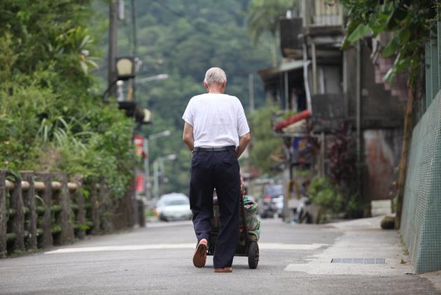 老龄化危机严重:上半年台湾仅净增17人 台当局急推补助措施