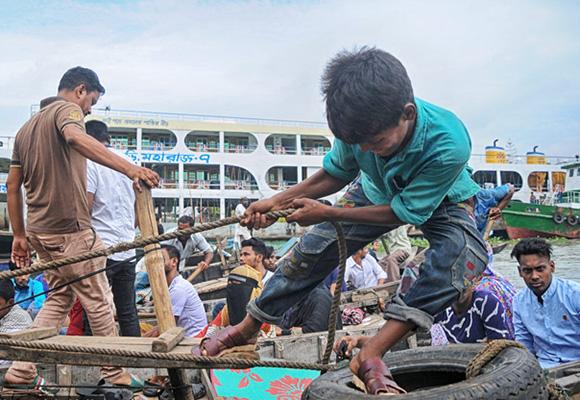 """孟加拉国童工生存现状:劳动法""""形同虚设"""""""