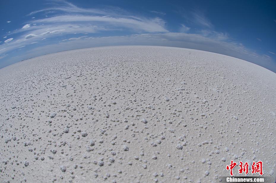 青海察尔汗盐湖 水天之间的梦幻之地