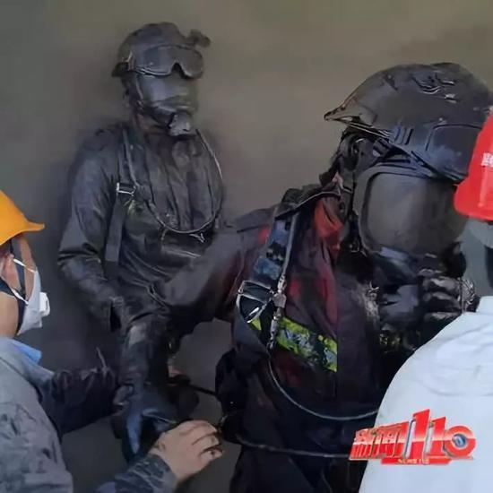史上最黑消防员 一场救援后指挥员都认不出来