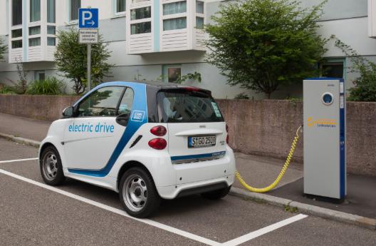 德国一年增加2800个公共充电站 电动车少难赚钱
