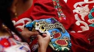 哈密·如花绽放的维吾尔族刺绣