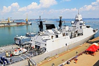 来帮壮胆?乌克兰军港开来荷兰隐身护卫舰