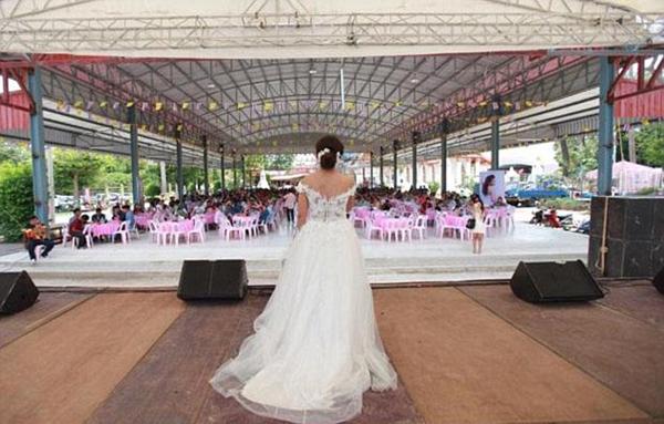 泰国新娘兴奋直播盛大婚礼岂料新郎临阵脱逃