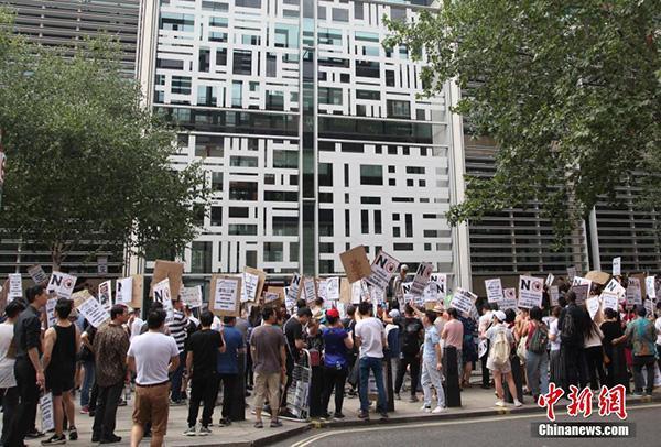 """伦敦唐人街罢市5小时,抗议英国移民局""""粗暴执法"""""""