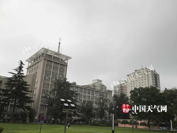 今晨海淀发布暴雨预警 双休日北京天晴闷热最高温33℃